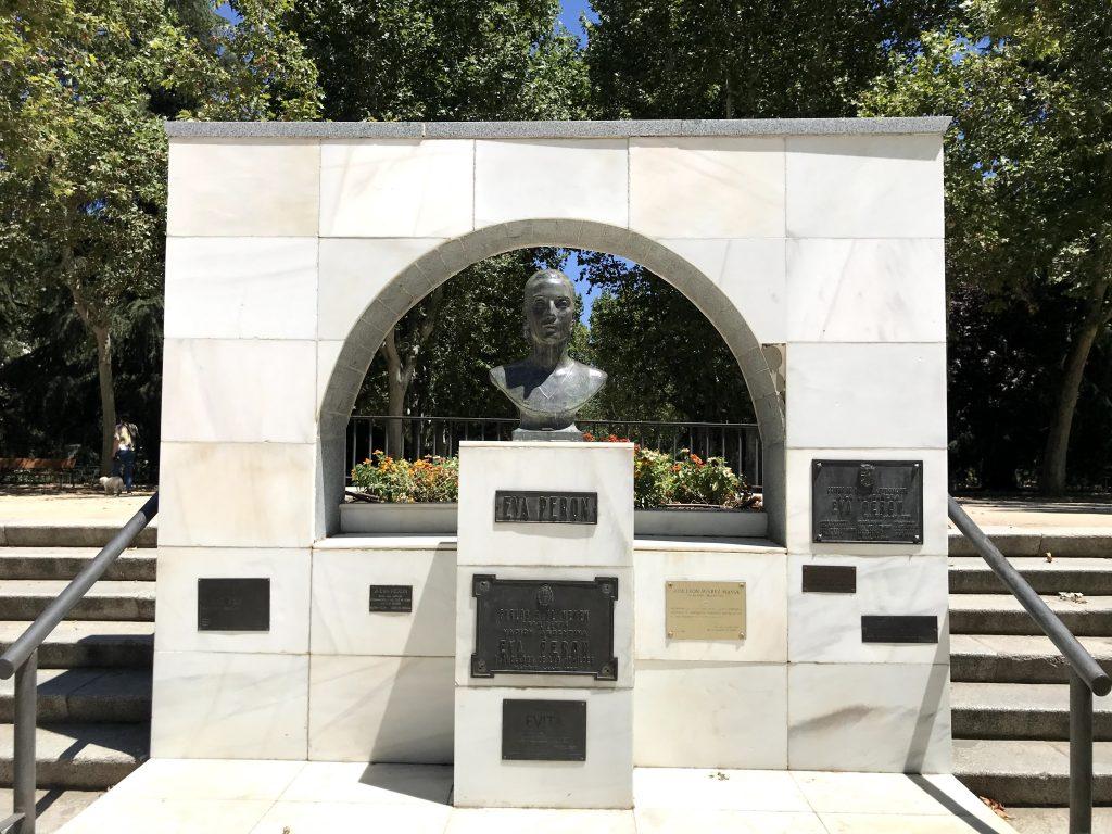 Monumento Eva Perón.